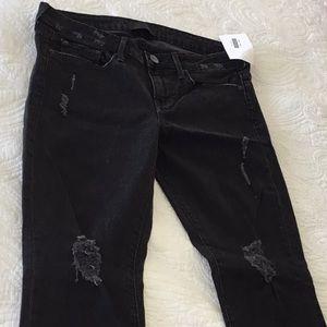 Vince 5 pocket Ankle skinny. Destructed black 28